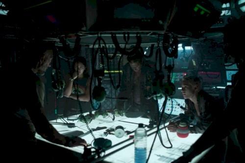 Kristen Stewart é perseguida em primeiro trailer de Ameaça Profunda